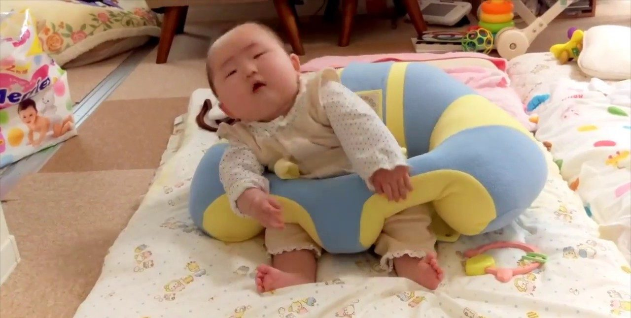 how-to-baby-sit-up-on chair